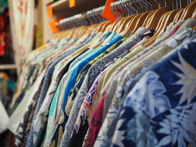 ff4201dfbd6de4 PARADISE COVEで扱っているアロハシャツは、ほとんどがメイド・イン・ハワイ。ハワイ好きにとっては、なんだか心くすぐられる魅力ですよね。